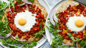 Egg-and-rocket-pizza-