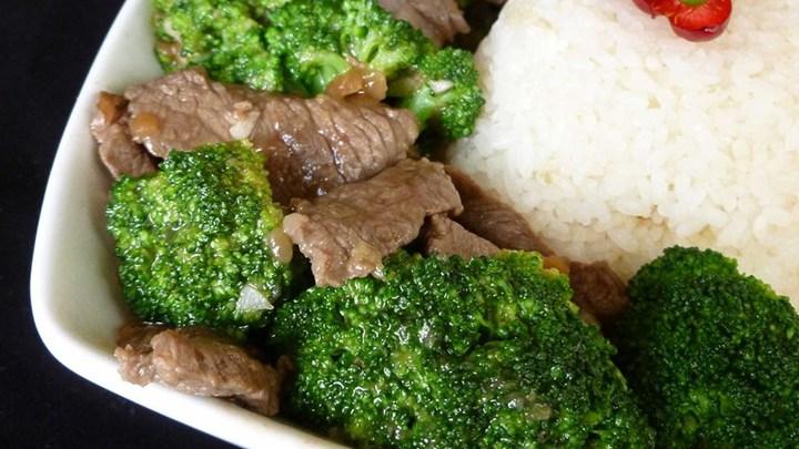 hovezi s brokolici 2